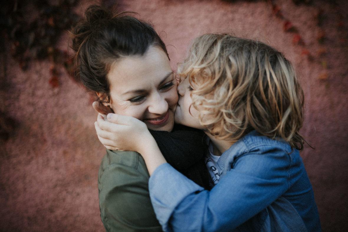 portraits de mamans-séance photo portrait-grasse-cannes-geneve-french riviera-photos de mamans-bons cadeaux pour noel-elleseteux photographie-caroline liabot-portrait artistique maman