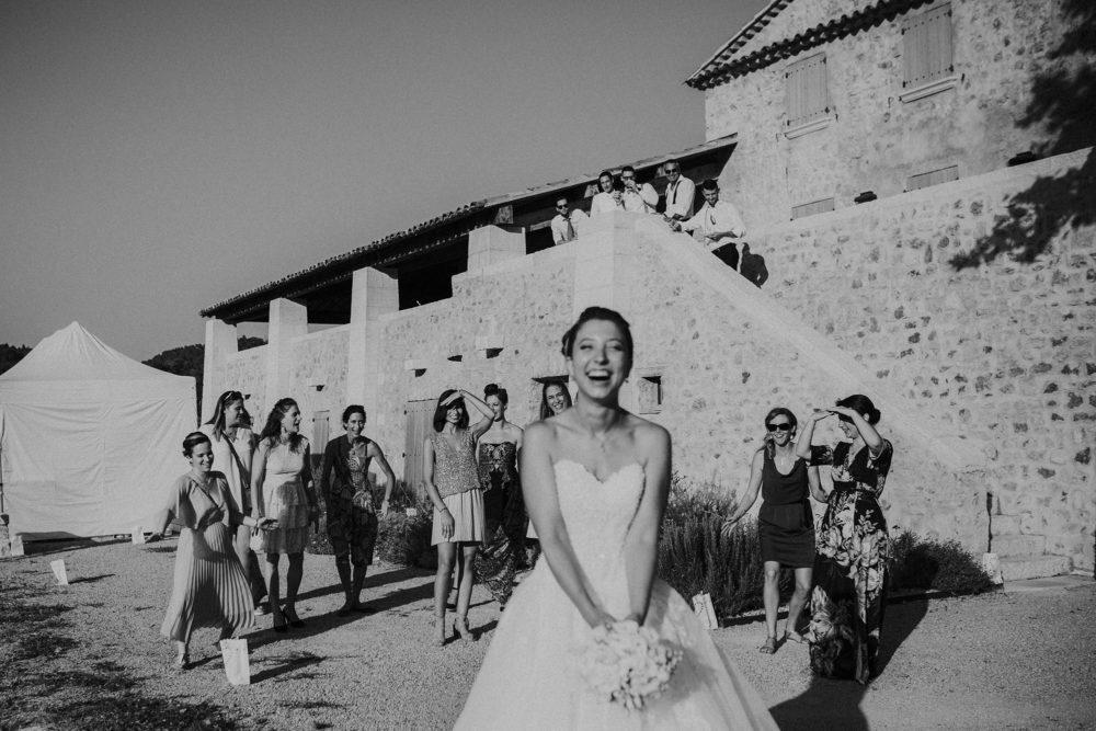 mariage cannes - bouquet de la mariée - domaine mariage alpes maritimes - photographe mariage geneve - photographe lifestyle geneve - photos couple naturel - mariage french riviera - elleseteux photographie