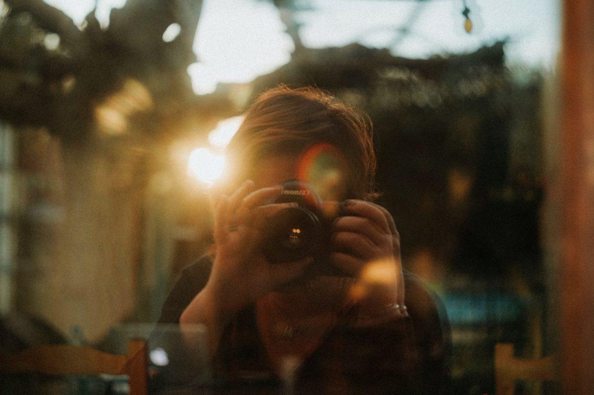 caroline liabot - autoportrait - article revue des autoportraits 2019 et leur impact sur ma creativité - projet perso - photographe lifestyle en lumiere naturelle - grasse